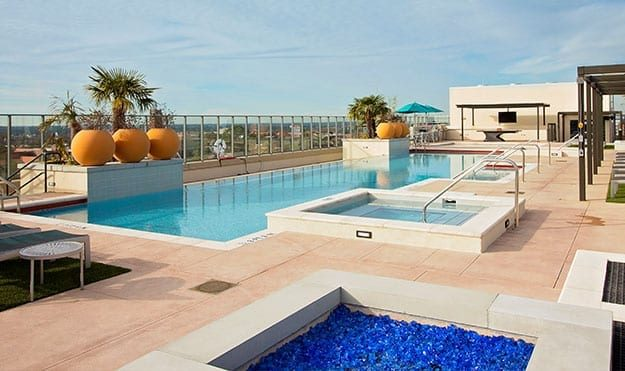 VIP Pool & Lounge